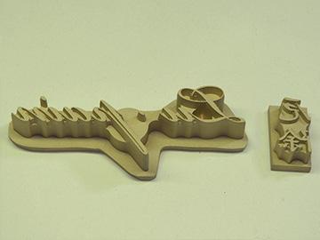 焼印の加工:材料外周のカット